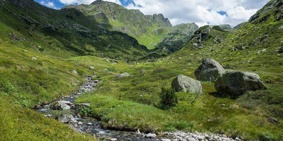 Výstup na vrchol Vallüla od silnice Silvretta Hochalpenstrasse