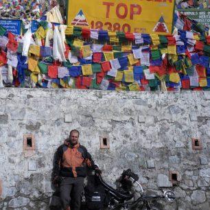 V nejvyšším silničním sedle na světě - Khardung-La (5359 m), Ladakh, Indie