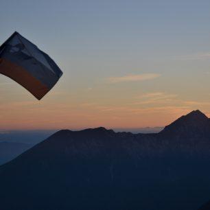 Západ slunce u Cojzovy koči, Výstup na Grintovec, Kamnicko-Savinjské Alpy, Slovinsko.