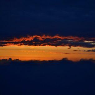Východ slunce na Pilatu, Švýcarsko.
