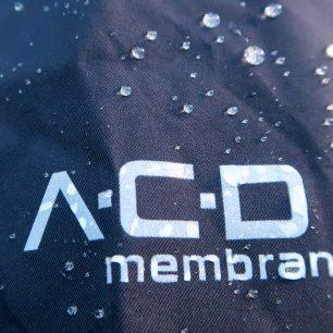 Membrána A.C.D. na bundě Signal odpudí od těla až 20000 mm vodního sloupce.
