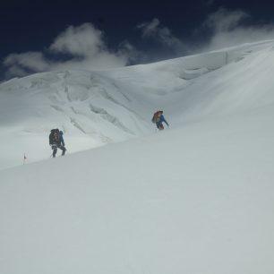 Po sněhové bouři jsme se místy propadaly do sněhu až po pas