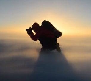 Cory fotí bezohledu na to, jaké jsou podmínky (Antarktida)