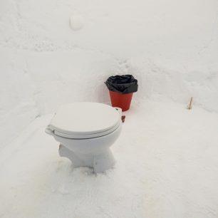 Záchod na čerstvém vzduchu, Davos, Švýcarsko