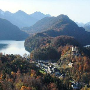 Hohenswangau je zasazené v alpské krajině