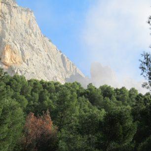 Dominantní horninou je tady vápenec